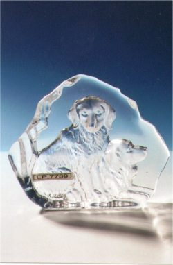 CRYSTAL PLAQUE DOG FAMILY